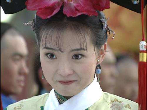 王艳,在《还珠格格》第二部中饰演晴儿而被人们所熟知的影视演员.图片