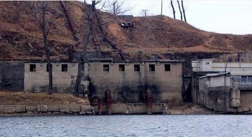 网友潜入朝鲜于赤岛 实拍军港高干居住区住宅(图)
