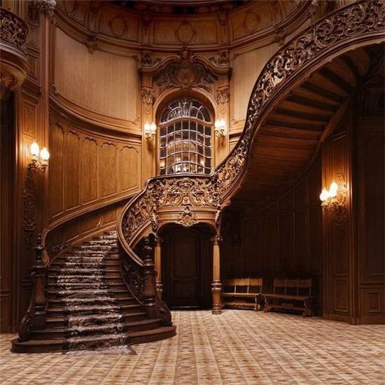 联邦高登领略新古典主义欧式浪漫家居 虽然时代不断发展,但是欧式风格仍然凭着富丽奢华的设计,繁复精美的花纹,深受大众的喜爱和向往,也可以使居室具有欧洲皇宫贵族生活的影子。这种风格从整体到局部、从空间到室内陈设塑造,精雕细琢,给人一丝不苟的印象。