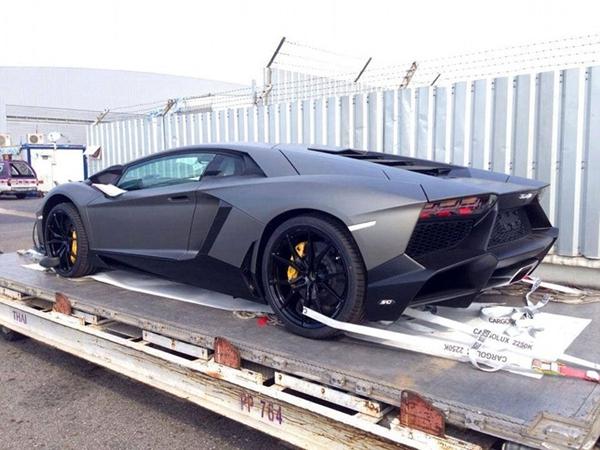 跑车将花费5000英镑(约合人民币5.1万元),运送一辆布加迪威航高清图片