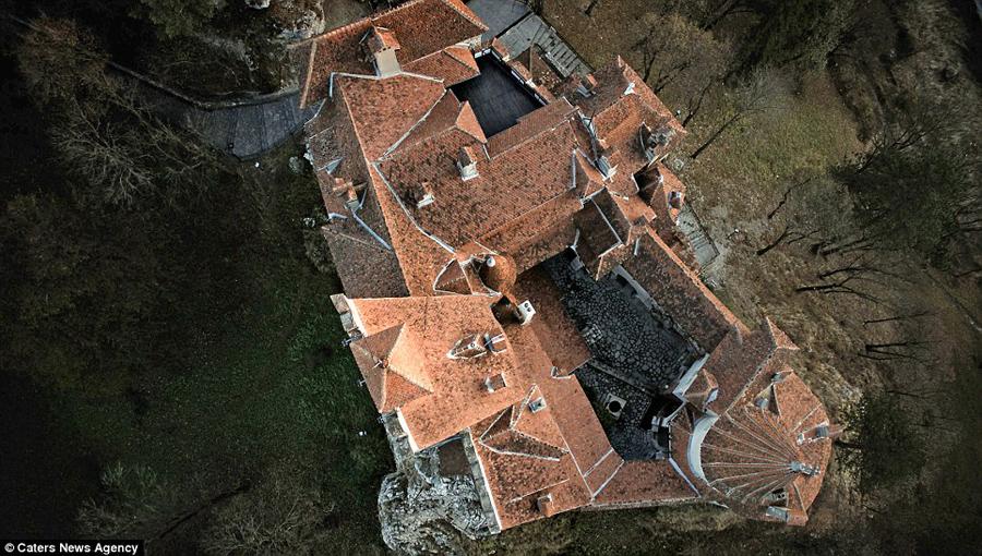 探寻德古拉伯爵城堡