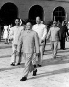 中苏论战中邓小平战斗在第一线