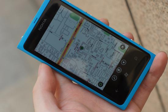 诺基亚lumia 800c评测:系统流畅 内置免费地图