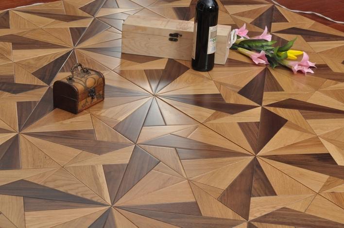 极具装饰感的拼花艺术地板成为木地板市场的主流.依靠变幻多彩的