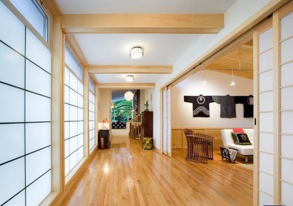 浅色调原木色地板增强空间感 小户型居室的出头天