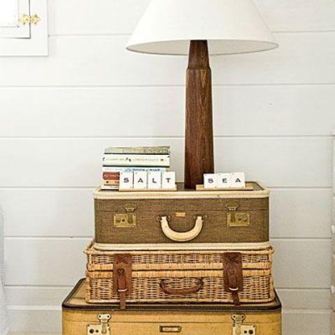 旧旅行箱坏了别扔 做边桌和宠物床都是好选择