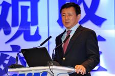 樊  纲   济学博士,中国社会科学院研究员,北京大学经济学教授