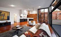 墨尔本个性私宅的砖墙木地板魅力