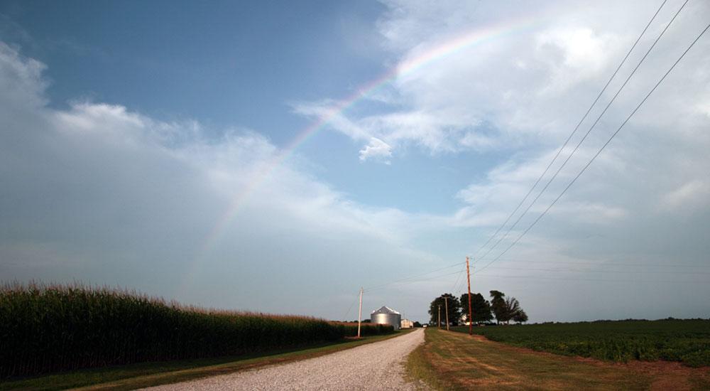 德州是农业大州,异常空旷。一场大雨后,天空出现了美丽的彩虹。