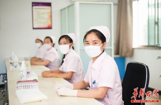来自长沙康乃馨医院的美女护士更是组团报名