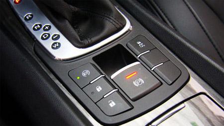 大到车灯,小到保险丝,每一点异常都会及时通过显示屏反馈给驾驶员,将