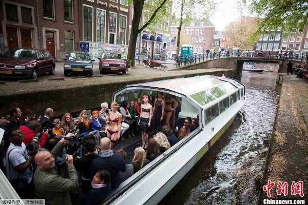 靓模阿姆斯特丹船上秀猫步演绎v猫步走秀情趣无人店转让图片