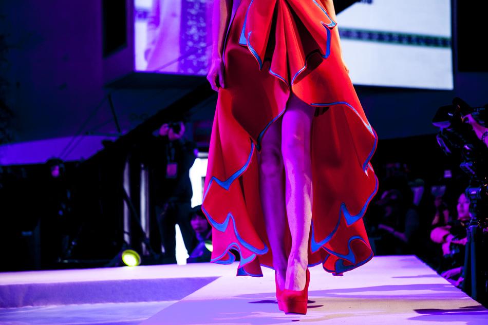 另外,还有多位来自畲族的服装设计师也前来投稿.