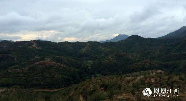 我是江西省赣州市于都县现在是段屋乡人我想把我户口本迁出来可以吗