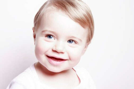 婴儿大笑图片可爱