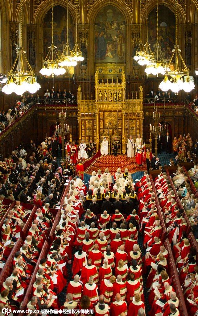 当地时间2015年5月27日,英国伦敦,英国女王伊丽莎白二世在英国...图片 255735 642x1024