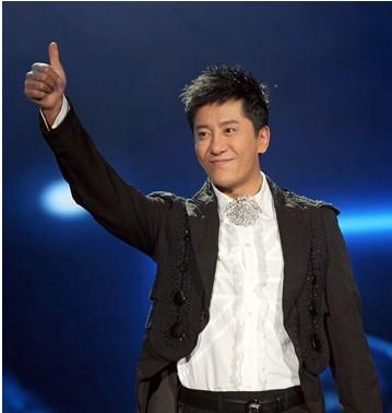 毛宁亮相山东卫视《歌声传奇》 再塑时尚型男