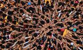 印度教庆祝神灵诞辰搭人肉金字塔