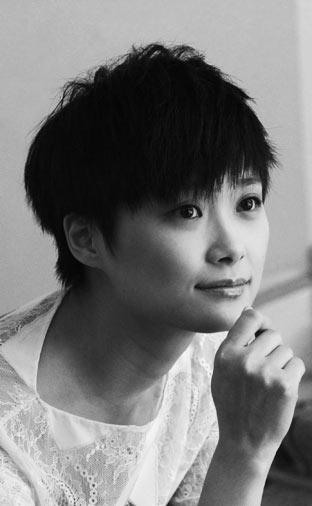 戛纳魅影:李宇春拍黑白大片展个性之美