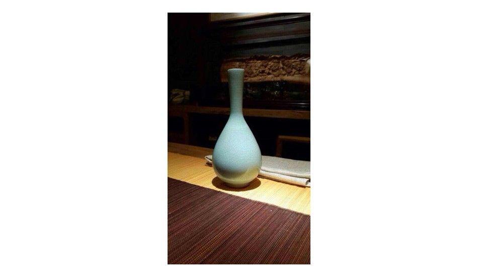 作品名称:粉青釉鹤颈胆瓶