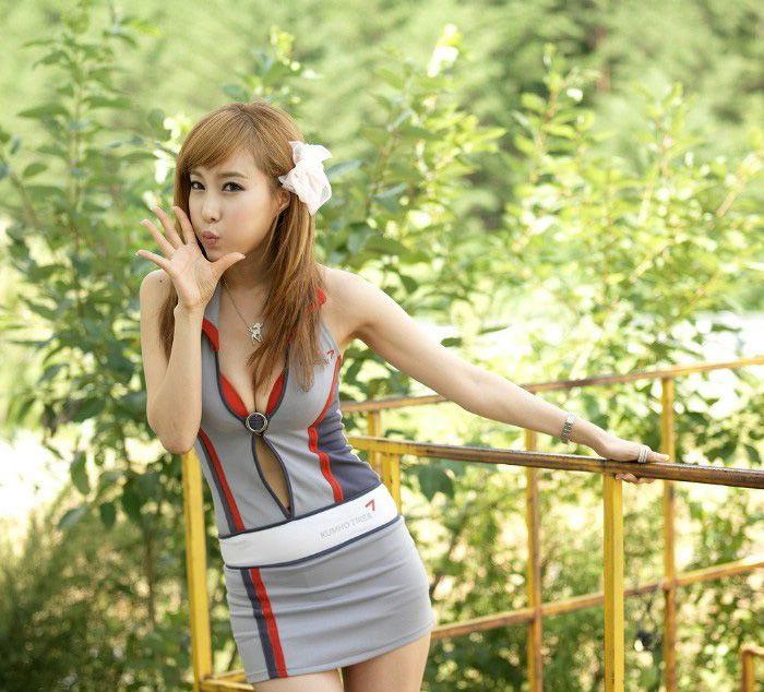 韩国田园风超可爱性感车模酒窝美女