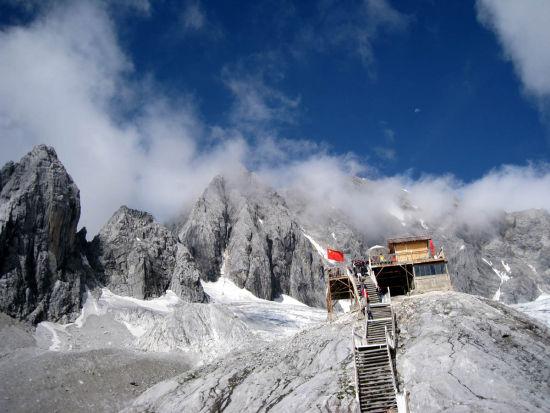雪山壮丽景色