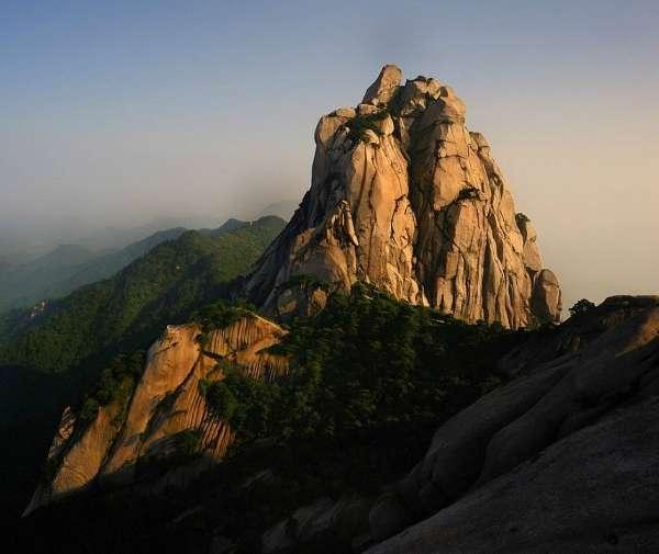 """""""包览.中国好风光""""颁奖典礼在京举行.会上,授予安徽天柱山、"""