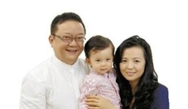 王刚小20岁娇妻曝光 网恋如何走向幸福婚姻