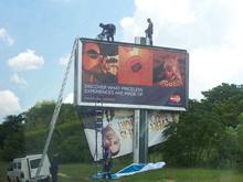 刀锋战士巨幅广告被撤下