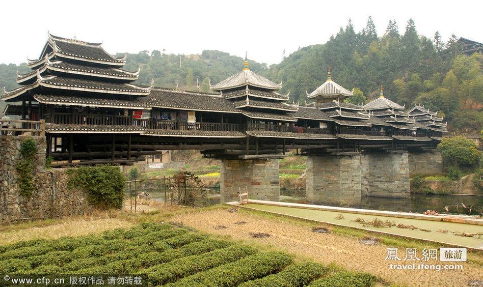 中国三江县:程阳风雨桥 在中国广西省,侗族人民建造了传统的风雨