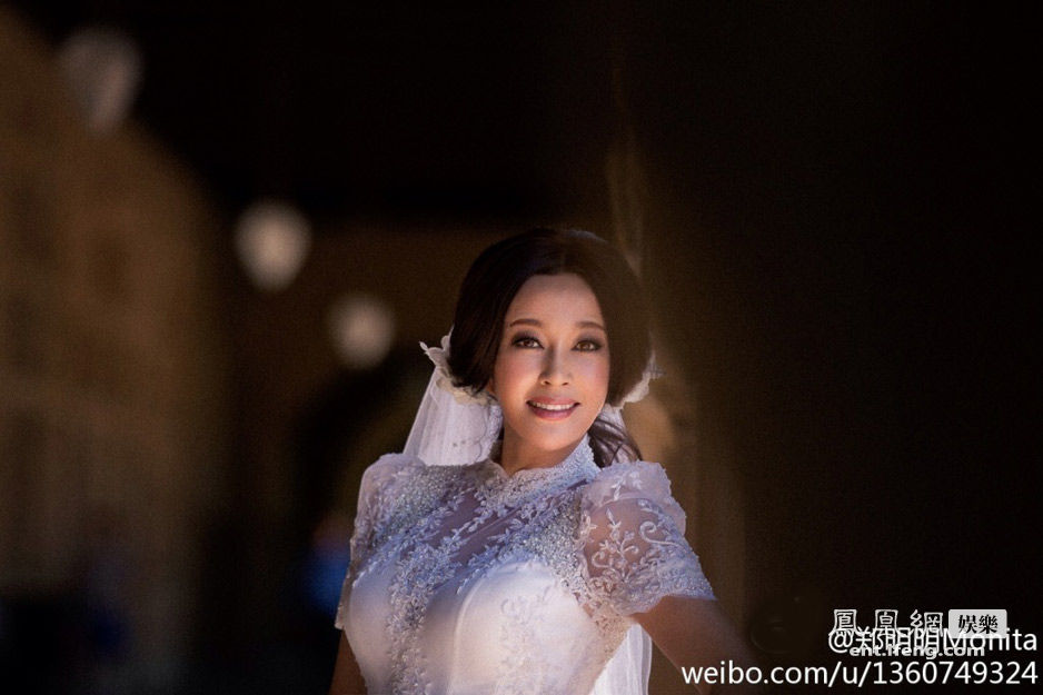 刘晓庆美国大婚 新娘新郎深情一吻