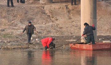 12岁女孩被撬窗抱走 遇害后尸体捆绑沉河中