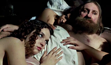沙俄淫魔以神之名享用一位处女揪一根头发 家中发丝成箱