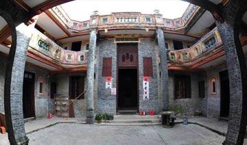 """七旬老人""""徒手""""建豪宅 可抵18级台风300年不腐朽"""