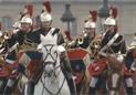 法骑兵盛装护卫习近平