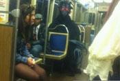 街拍国外公交地铁上的牛人