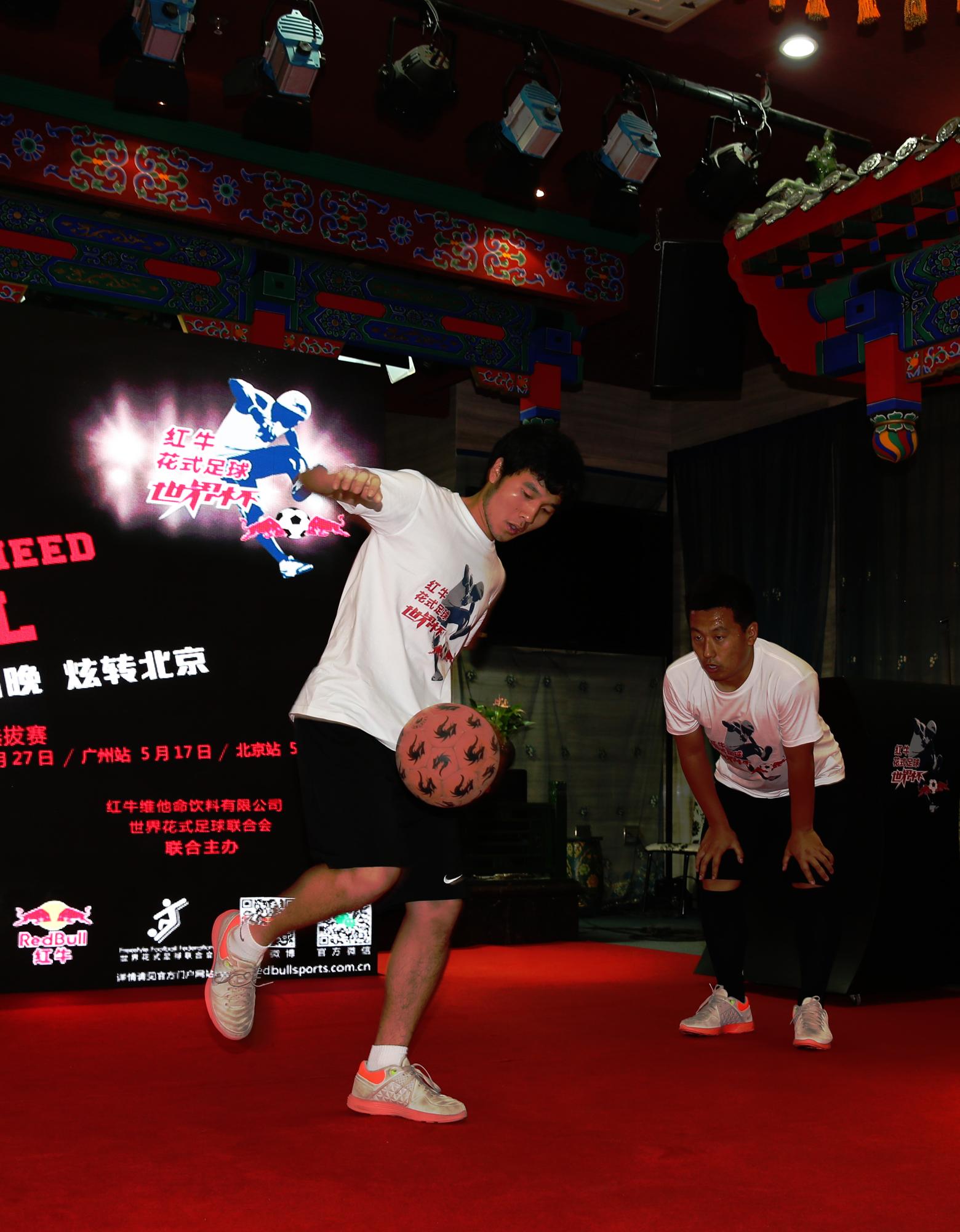 红牛花式足球世界杯启动街头足球炫风来袭图片