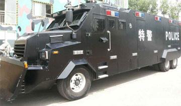 北京举行反恐防暴实地演练 特警专车犹如坦克