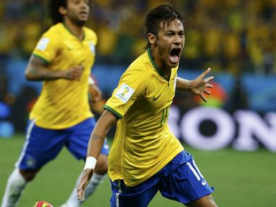 内马尔禁区外起脚冷射破门!巴西1-1扳平
