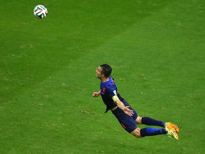 范佩西鱼跃冲顶破门 力助荷兰扳平比分