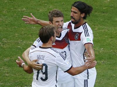 穆勒禁区转身扫射破门梅开二度 德国3-0葡萄牙