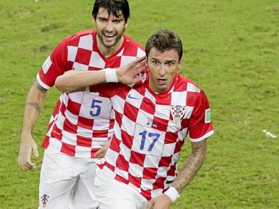 曼朱基齐头球攻进死角 克罗地亚3-0领先喀麦隆