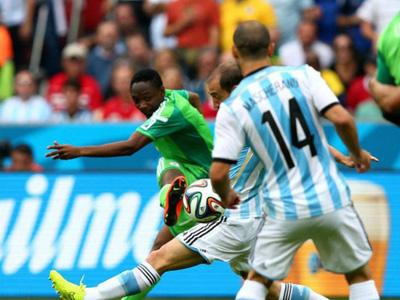 尼日利亚穆萨内切右脚旋球门远角破门