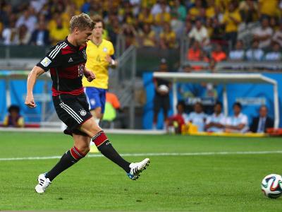 克罗斯门前推射梅开二度 德国4-0巴西