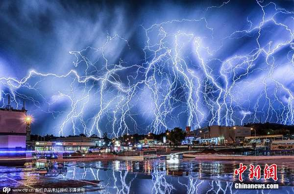 闪电降价只凤凰资讯_南非约翰内斯堡遭闪电袭城景象壮观_海南频道_凤凰网