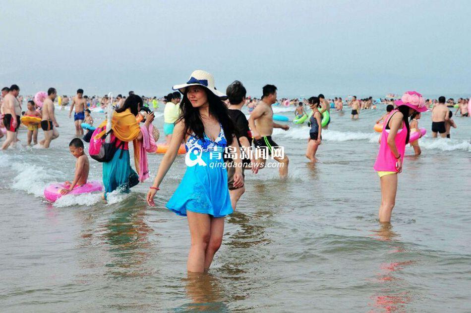 金沙滩浴场下饺子 泳装美女秀清凉