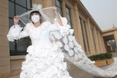 北京艺术家999副口罩自制10米婚纱