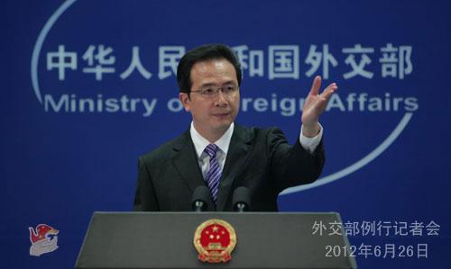 中国外交部发言人就南海油气开发等问题答记者