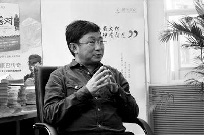 作家阿来1月9日接受新京报与腾讯文化联合采访。张万文摄