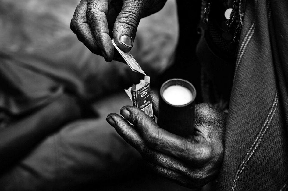 残酷非洲女性割礼壁纸图片